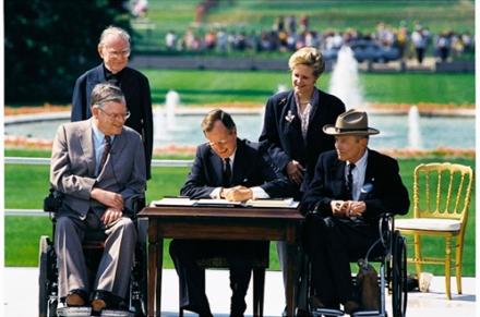 Bush_signs_in_ADA_of_1990